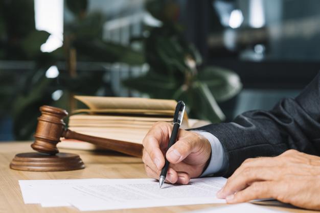 אמירות מכפישות שנאמרו תוך כדי דיון משפטי מוגנות מתביעת לשון הרע